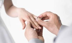 vl Wedding-Rings-On-Hands